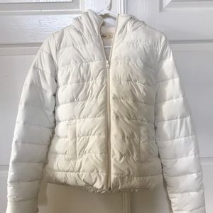 Hollister S white puffy jacket